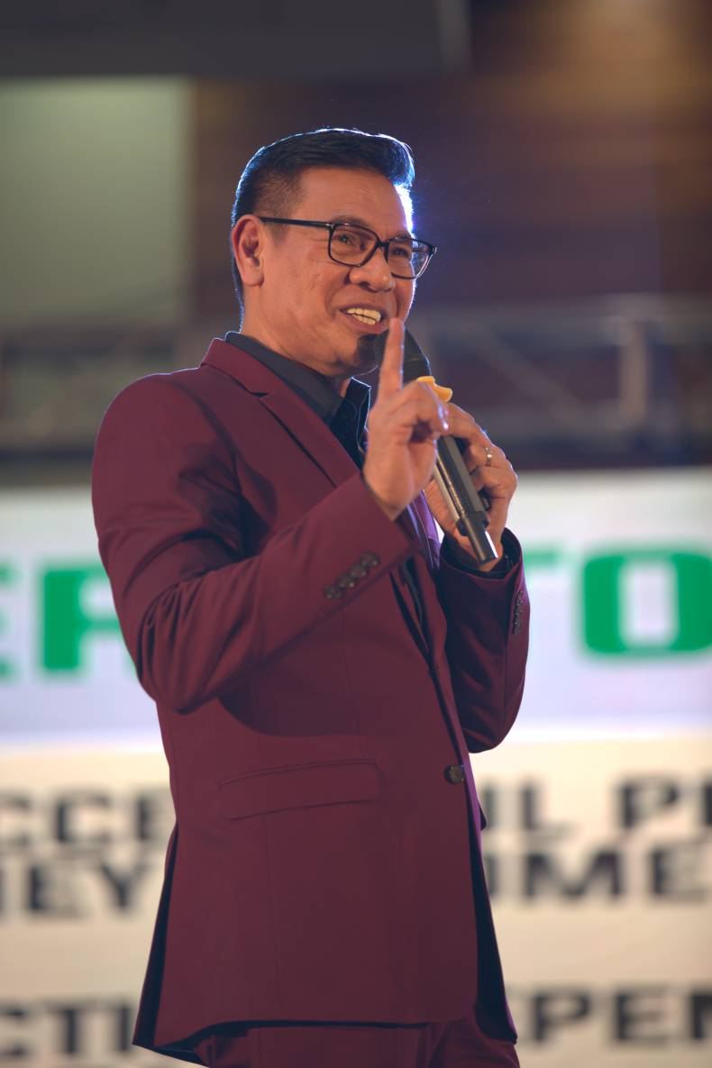 AIM Global's Vice President for Network and Training Development Mr. Arnel Limpin on stage at the AIMcademy Tanzania 2019 last August 23, 2019